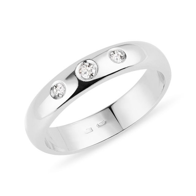 Three stone diamond ring in white gold