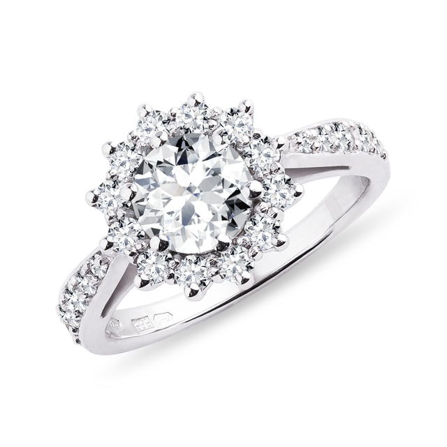 Luxury diamond ring in white gold