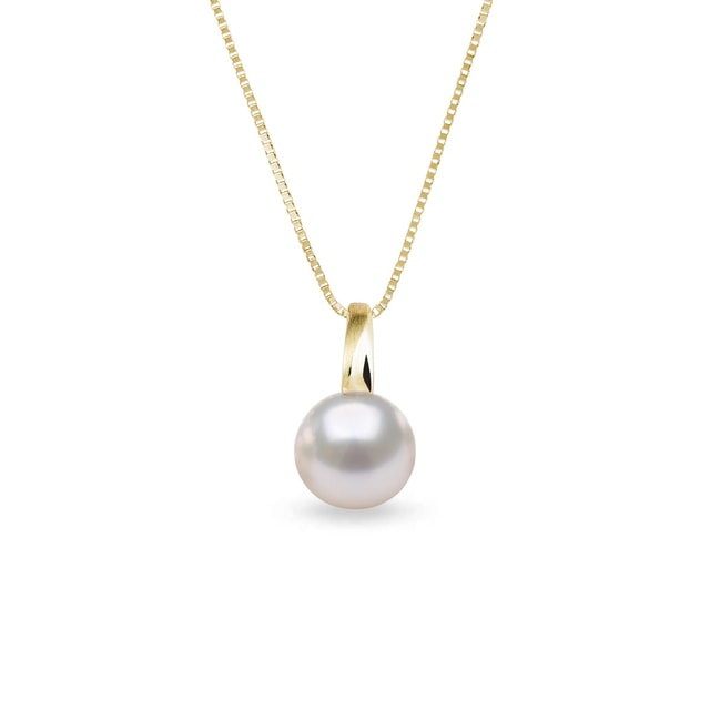 Akoya pearl necklace in yellow gold