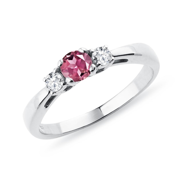 Tourmaline ring with diamonds in white gold