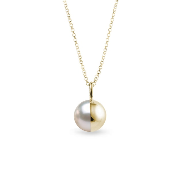 Gold and Pearl pendant in yellow gold