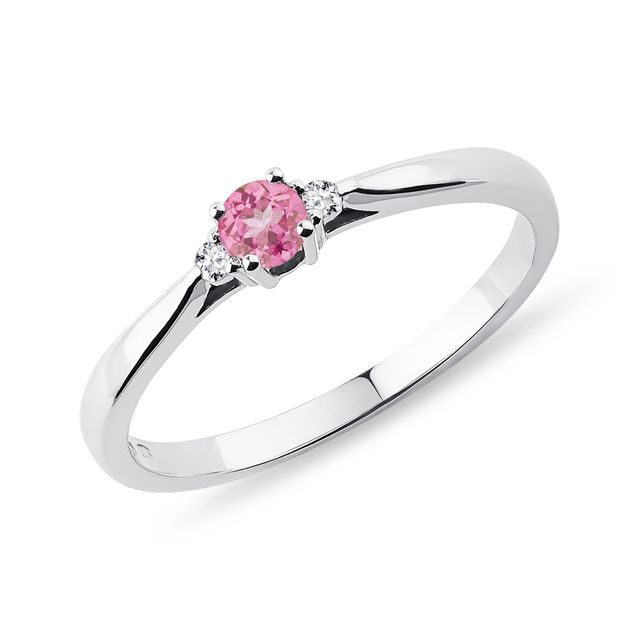 Pink sapphire and diamond ring in white gold