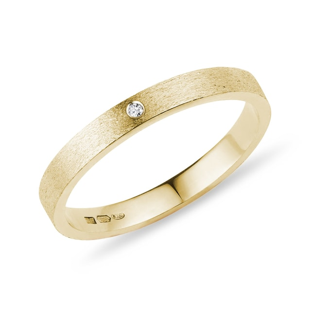 Gold wedding ring with diamond