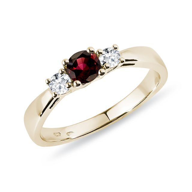 Garnet and diamond ring in yellow gold