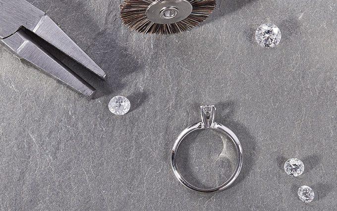 Diamants dans l'atelier du studio KLENOTA