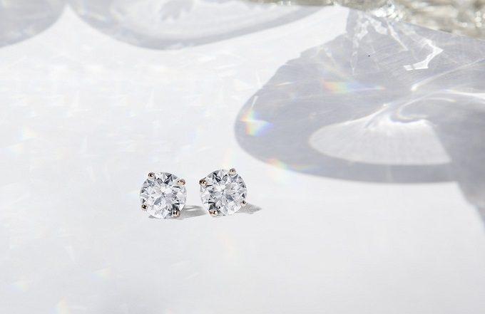 Diamentowe kolczyki wkretki w białym złocie - KLENOTA