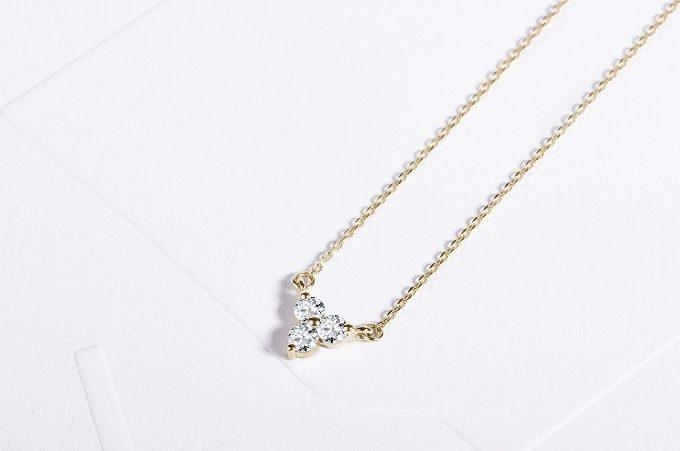 Gold necklace with three diamonds - KLENOTA