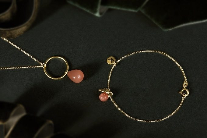 Gold necklace and bracelet with leaf, moonstone and sunstone from Seasons collection - KLENOTA