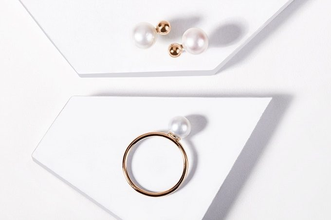 Rose gold earrings and a ring with pearls - KLENOTA
