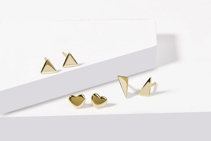 Gold earrings in the shape of hearts and triangles - KLENOTA