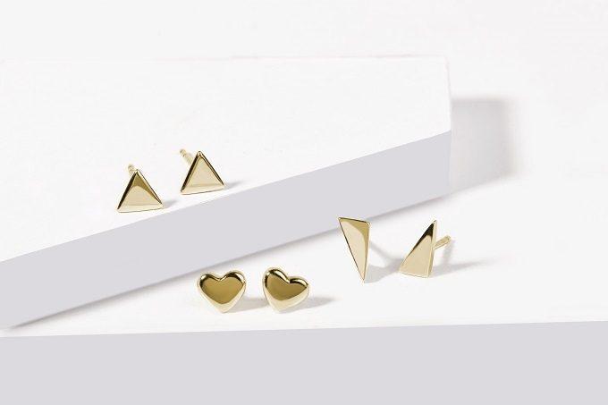 Złote kolczyki w kształcie serca i trójkąty - KLENOTA