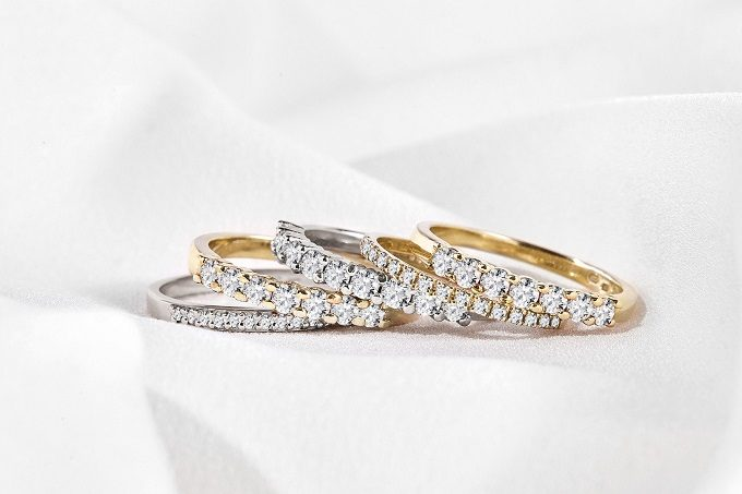 White and yellow gold wedding rings with diamonds - KLENOTA