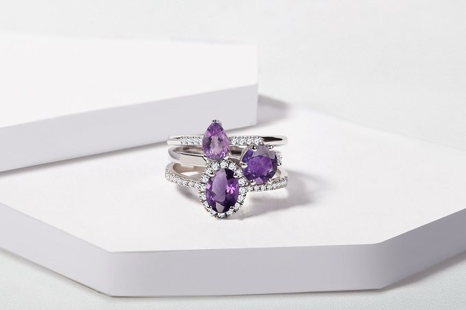 White gold rings with amethyst and diamonds - KLENOTA