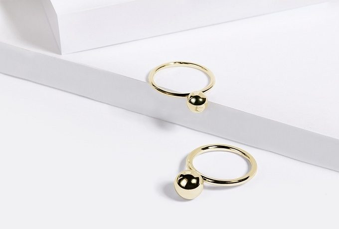 Gold rings with a sphere - KLENOTA