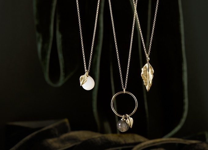 Gold necklaces with leaf, moonstone and labradorite from the Seasons collection - KLENOTA