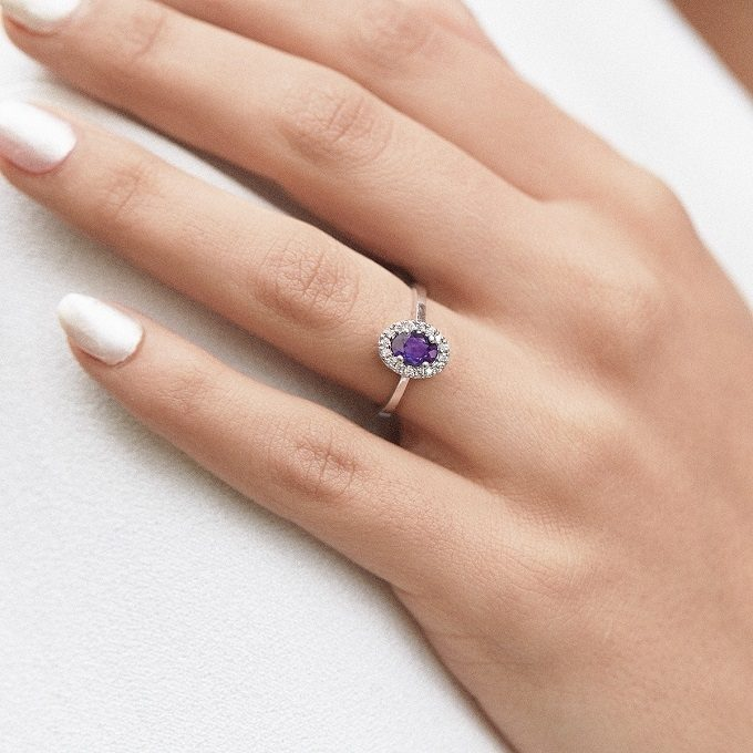 White gold halo ring with amethyst and diamonds - KLENOTA