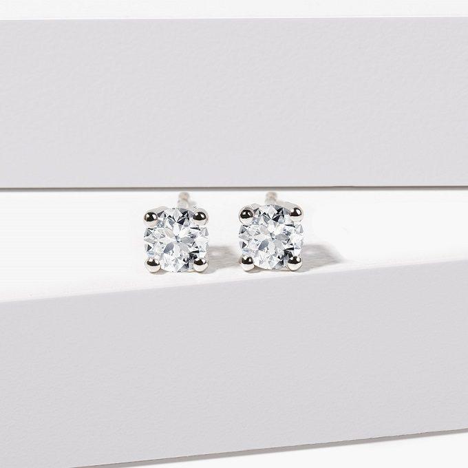Diamantové náušnice napichovacie v bielom zlate - KLENOTA