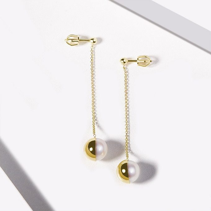 Golden drop earrings with pearls - KLENOTA