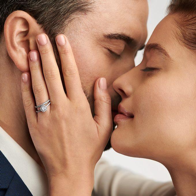 sada zásnubního a snubního prstenu v bílém zlatě - KLENOTA