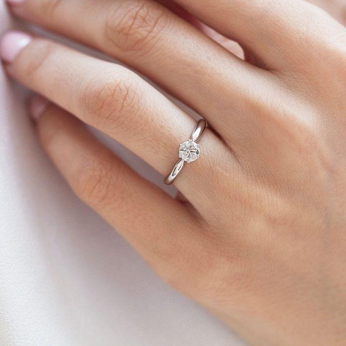 Verlobungsring mit Diamant aus Weißgold - KLENOTA