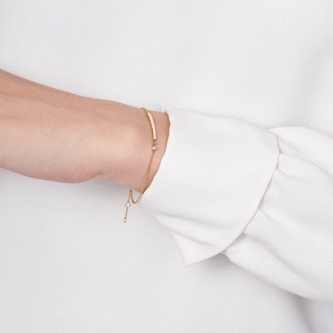 Gold bracelet with a diamond - KLENOTA