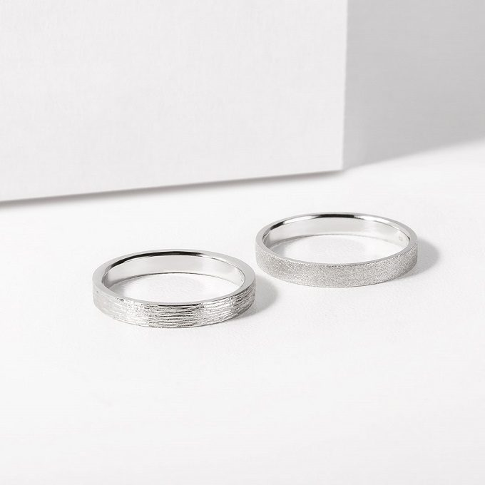 Rhodium plated white gold wedding rings with a special surface - KLENOTA