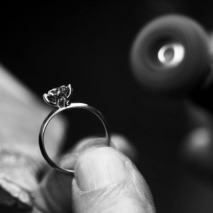 zásnubní prsten v briliantovém výbrusu - KLENOTA