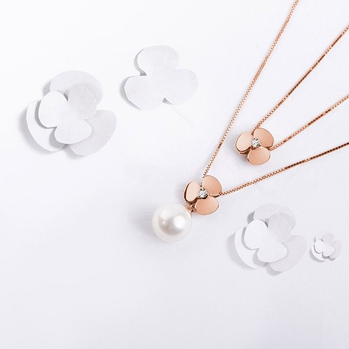 Yetel rose gold necklaces with shamrock with a diamond and a pearl - KLENOTA