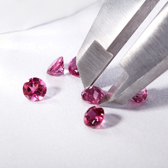 Pink tourmalines in round cut - KLENOTA