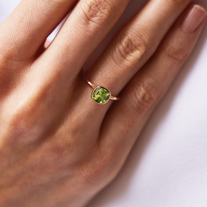 Ring in pink gold with Olivine - KLENOTA