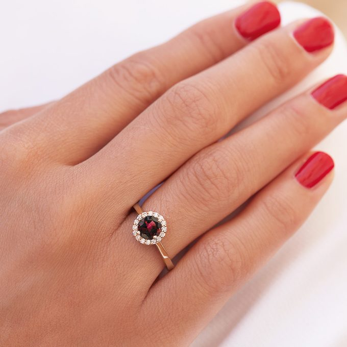Yellow gold ring with garnet and diamonds - KLENOTA