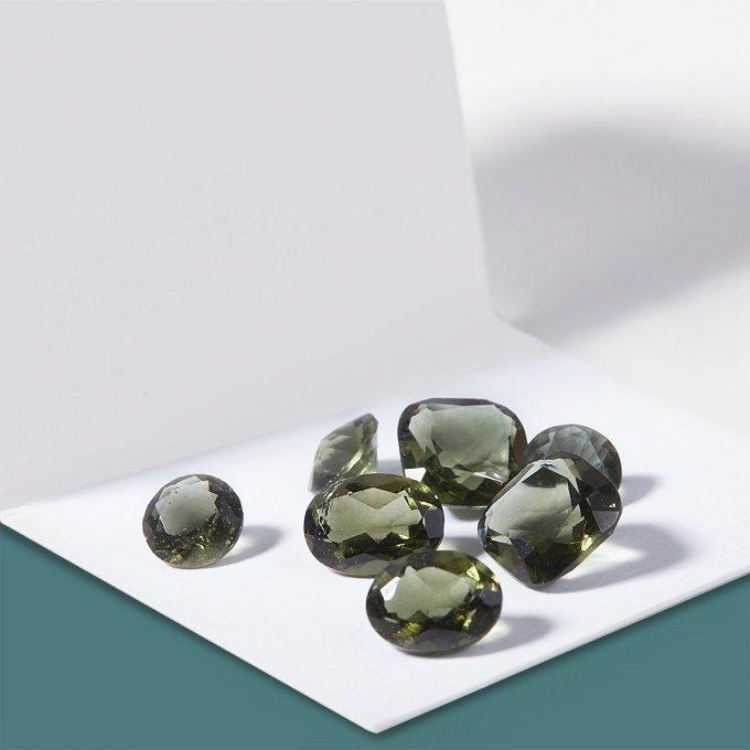 Moldavites naturelles taillées - KLENOTA