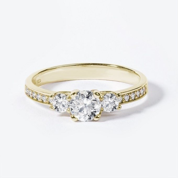 Yellow gold engagement ring with diamonds - KLENOTA