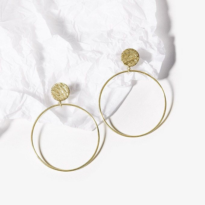 Golden hoop earrings - KLENOTA