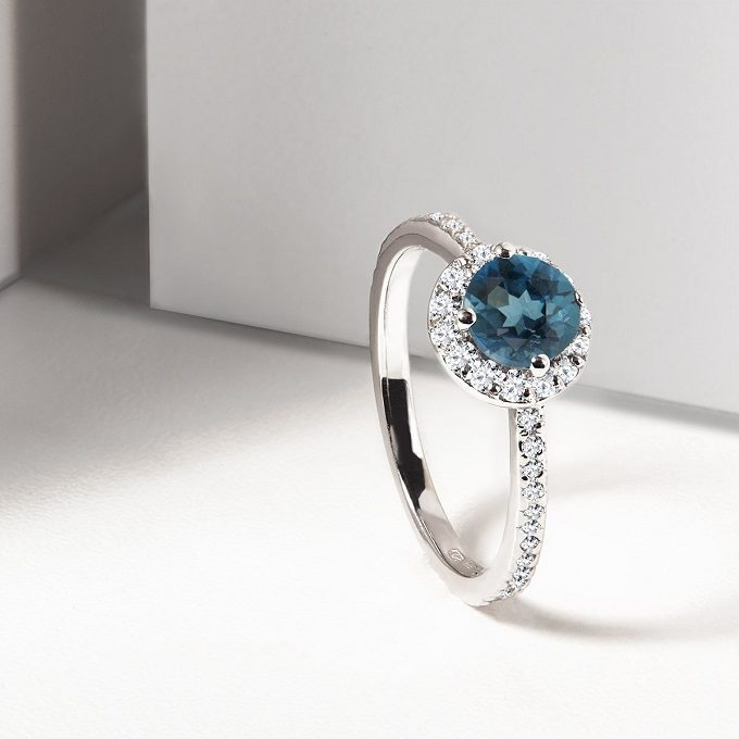 Halo ring of white gold with topaz and diamonds - KLENOTA