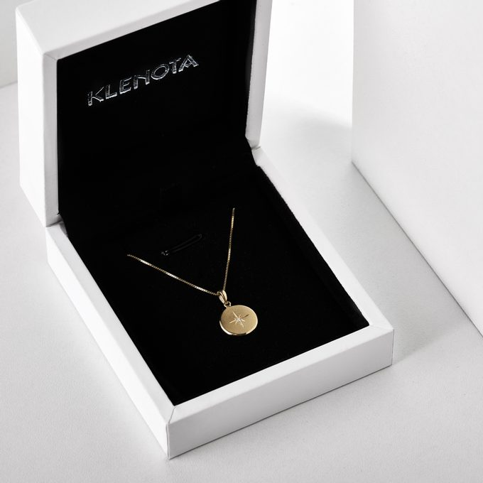 Gold pendant with a medallion in a luxury gift box - KLENOTA