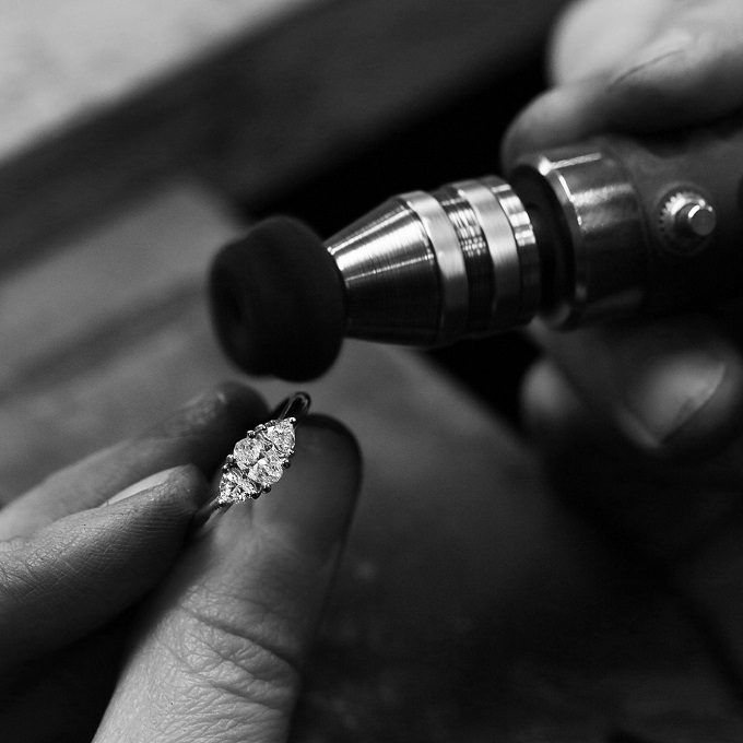 Diamond ring in the atelier's workshop - KLENOTA