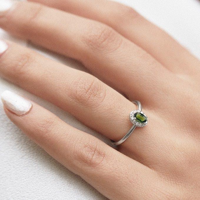 Prsteň s vltavínom a diamantmi v bielom zlate - KLENOTA