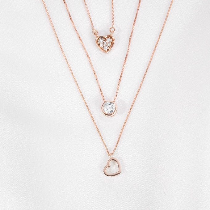 Rose gold necklaces in the shape of heart and circle with diamonds - KLENOTA