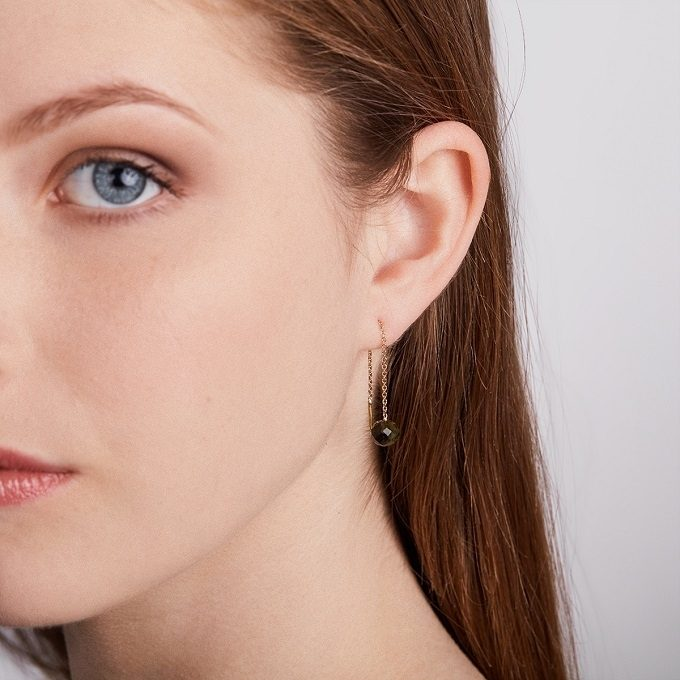 Yellow gold drop earrings with moldavite - KLENOTA