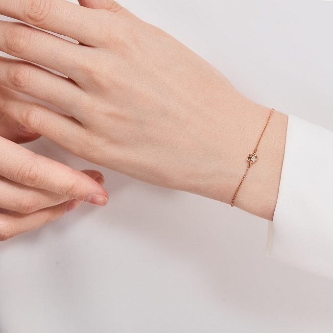 Bracelet en or rose avec breloque en coeur et diamant  - KLENOTA