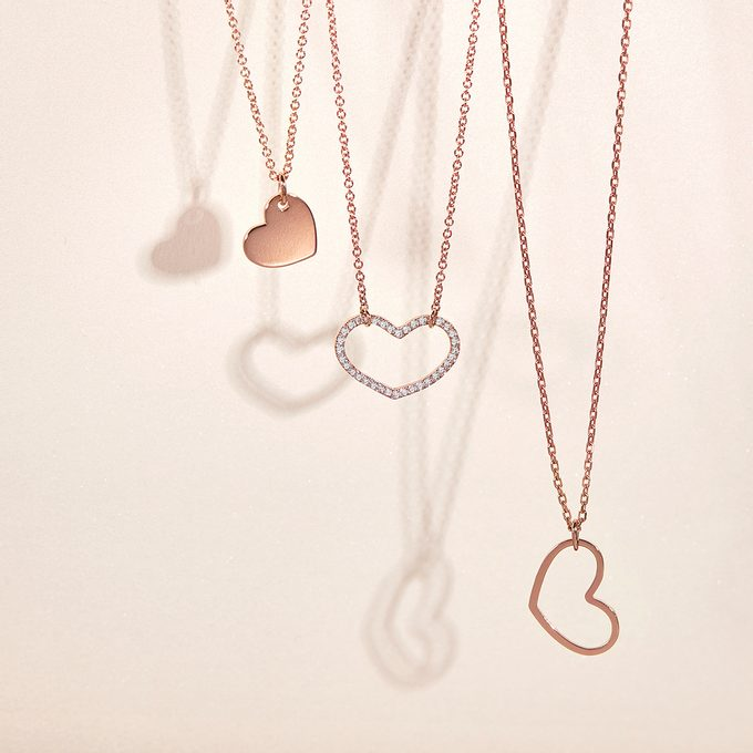 Necklaces with a heart-shaped pendant complemented by diamonds - KLENOTA