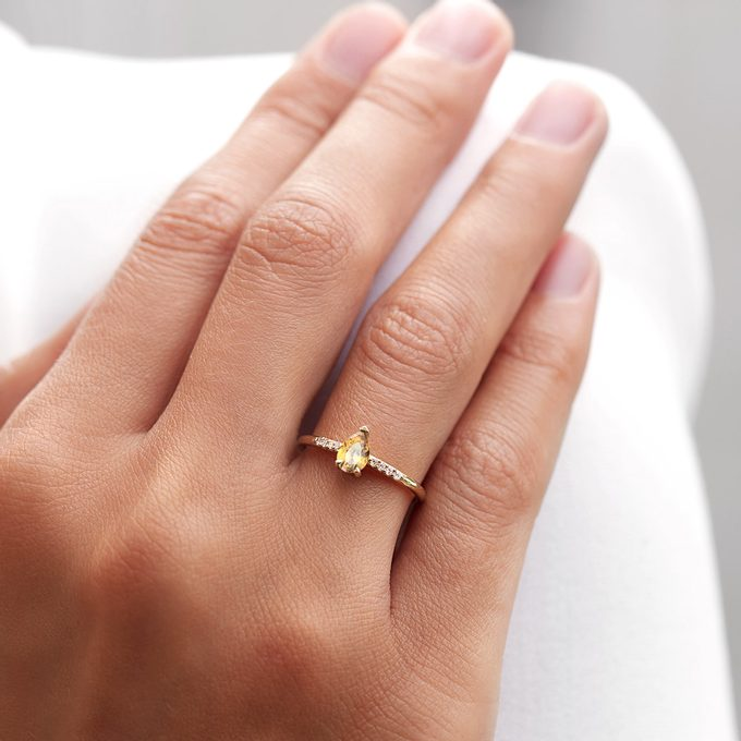 yellow gold ring with citrine set with diamonds - KLENOTA