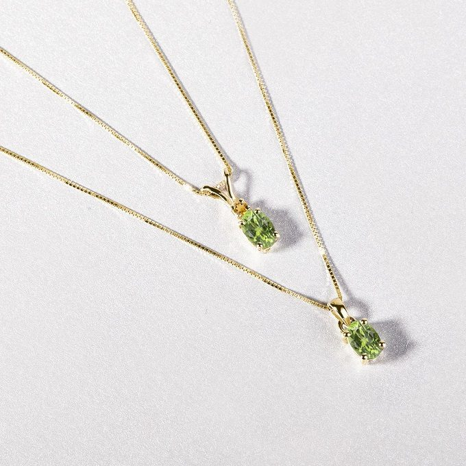 Gold necklaces with tsavorite - KLENOTA