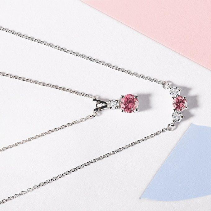 Náhrdelník a přívěsek s růžovým safírem a diamanty v bílém zlatě - KLENOTA