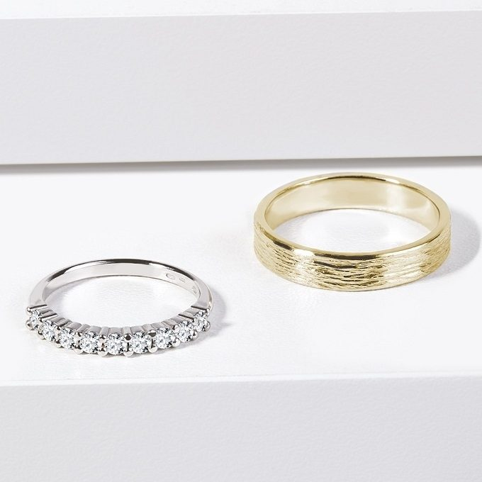 White and yellow gold wedding rings, the woman's ring with diamonds - KLENOTA