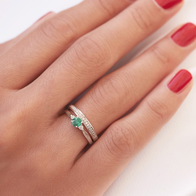 Ring with emerald in white gold - KLENOTA