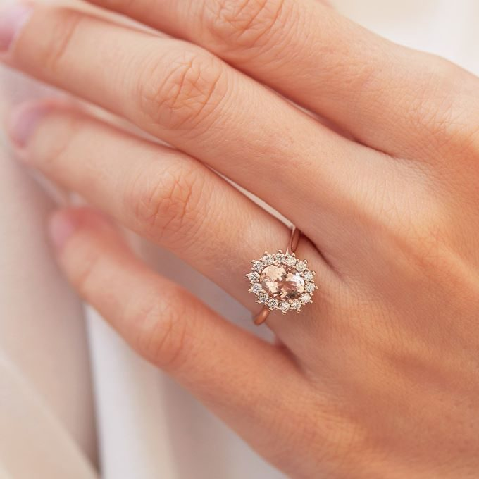 ring in pink gold with morganite - KLENOTA