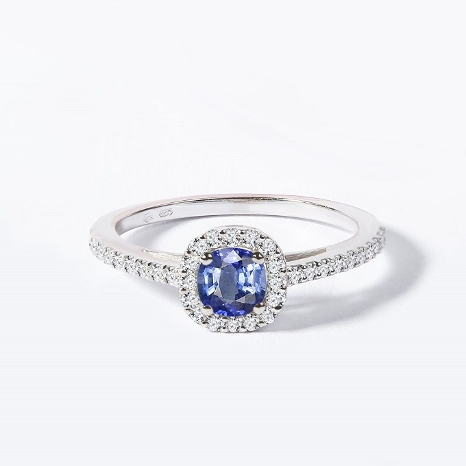 Bague halo en or blanc avec tanzanite et diamants - KLENOTA