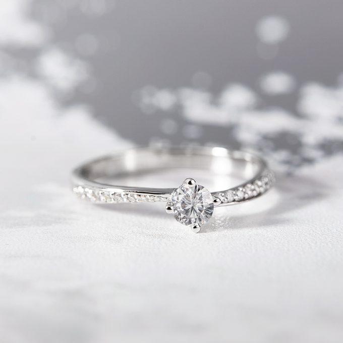 zásnubní prsten s diamantem v bílém zlatě - KLENOTA